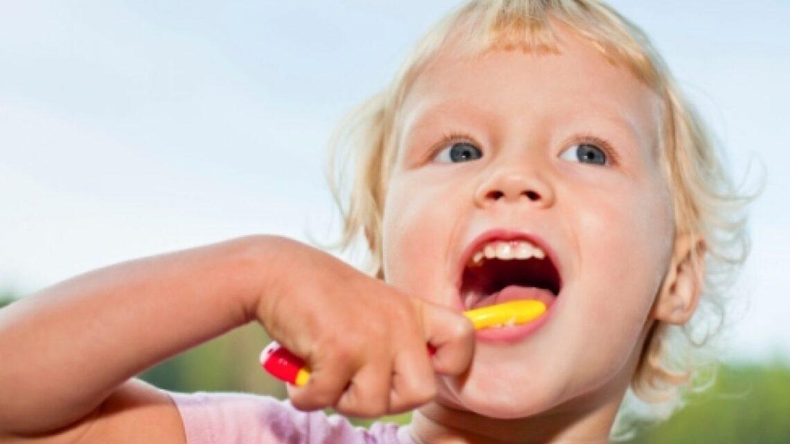 Come curare i denti da latte?